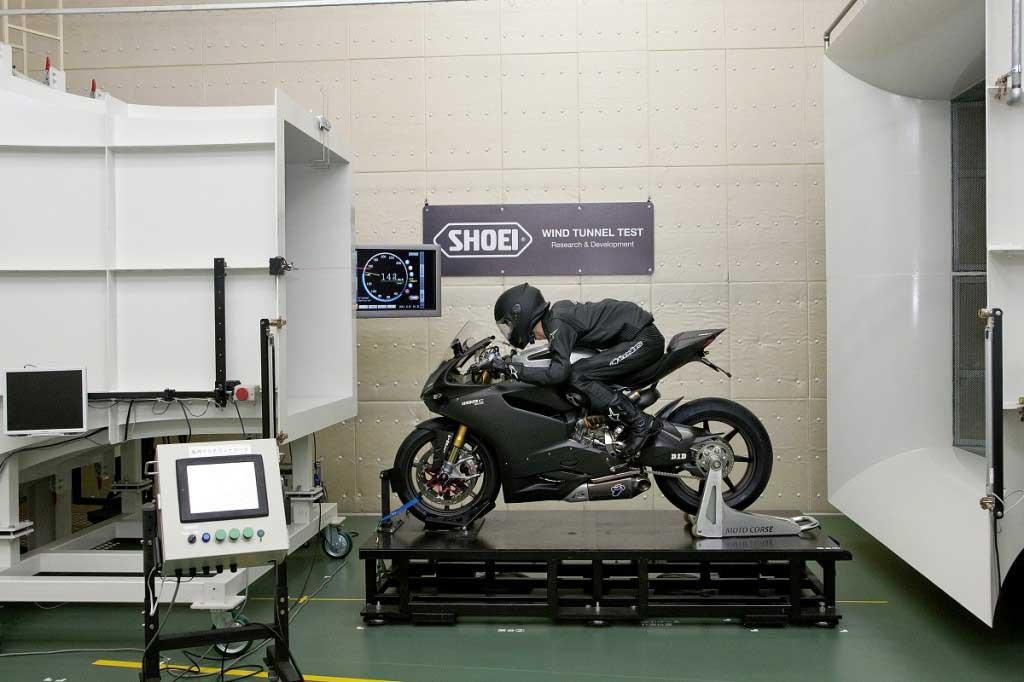 test aérodynamique de l'usine de casque Shoei